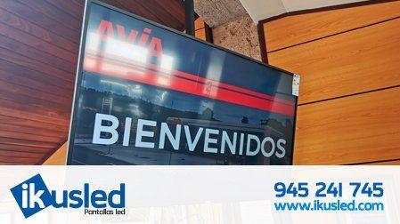 Monitores profesionales de 55″ pulgadas Philips instalados en las oficinas de gasolineras Avia, País Vasco